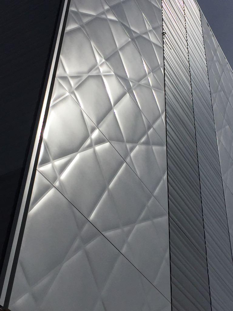 Verniciatura a polveri su alluminio, facciate esterne, grandi dimensioni